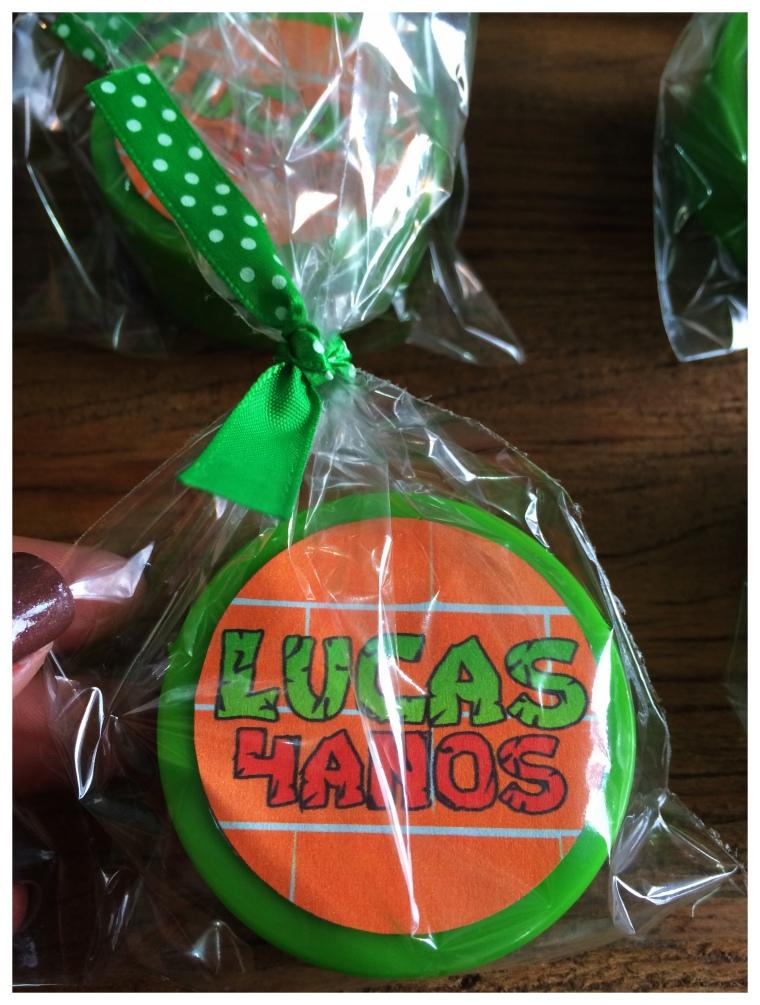 """""""Latinha"""" com confetis dentro"""
